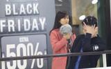 Dân Việt chen lấn mệt mỏi trong ngày mua sắm Black Friday