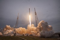 """Với """"cú phóng làm nên lịch sử"""", Elon Musk nhận bộn tiền đầu tư"""