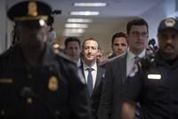 Các vấn đề khiến CEO Facebook lúng túng