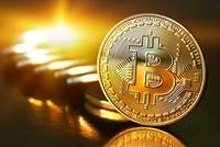Bitcoin lao dốc, nhà đầu tư nhỏ lỗ nặng, 'cá mập' vẫn báo lãi