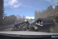 Đâm trực diện xe tải ở tốc độ cao, tài xế xe con lành lặn khó tin