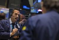 Apple kéo S&P 500 lên đỉnh, Boeing đẩy Dow Jones đảo chiều
