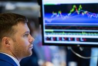 Giới đầu tư Mỹ bán tháo cả chứng khoán và vàng