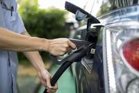 Trung Quốc sắp cấm bán ôtô chạy xăng dầu
