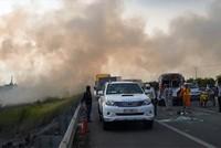 Khói mù mịt cao tốc TP HCM - Long Thành, nhiều ôtô tông liên hoàn