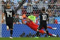 Messi run rẩy, Argentina tấn công quá chậm, bế tắc