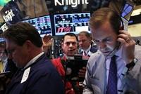 Bất chấp rủi ro, giới đầu tư vẫn tin vào chứng khoán