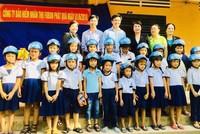 Fubon trao quà tết 1/6 cho các em học sinh học giỏi vượt khó