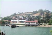 Xây cầu cảng thuộc Bến cảng hành khách Hòn Gai