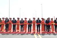 Thủ tướng Nguyễn Xuân Phúc cắt băng khánh thành, đưa vào sử dụng cầu vượt biển dài nhất Đông Nam Á