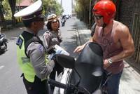 Đi xe máy ở Đông Nam Á - trải nghiệm tử thần của khách Tây