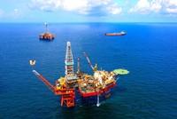 Cổ phiếu dầu khí nhích tăng theo giá dầu