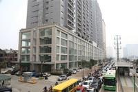"""Hà Nội: Những khu phố """"oằn mình"""" cõng chung cư"""