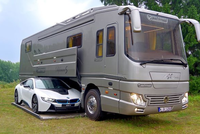 Performance S: Ô tô kiêm khách sạn 5 sao, có cả gara chứa siêu xe, giá 1,7 triệu USD