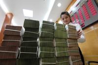 Tăng trưởng tín dụng giảm: Các ngân hàng lại làm xiếc số liệu?