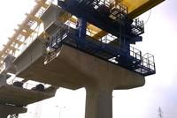 TP. HCM: Lắp đặt dầm cầu cạn đầu tiên tuyến Metro số 1