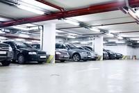 Trăm triệu đồng một chỗ đỗ xe, xử lý cách nào?