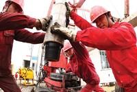 """""""Đại gia"""" dầu khí Trung Quốc bước vào cuộc chơi M&A toàn cầu"""