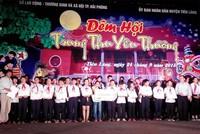 Báo Đầu tư trao 50 suất học bổng Swing for the Kids tại Hải Phòng