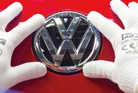 Chứng khoán châu Âu khó nhọc thoát khỏi bóng của Volkswagen