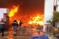 Quảng Trị: Cháy lớn thiêu rụi kho chứa gỗ giữa TP. Đông Hà