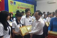 Đạm Cà Mau trao học bổng cho học sinh, sinh viên nghèo