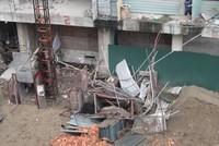 Hiện trường vụ rơi máy vận thăng công trình tại tòa nhà số 52 đường Lĩnh Nam
