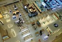Trung tâm thương mại, hai mặt buồn vui