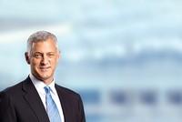 """Bill Winters """"mạnh tay"""" sau khi tiếp quản Standard Chartered"""