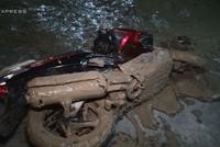 Vỡ hầm Chung cư Giai Việt, hàng chục xe máy và ôtô bị bùn vùi lấp