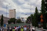 Đà Nẵng: Rào chắn làm cầu chui, tắc đường kéo dài, giao thông hỗn loạn.