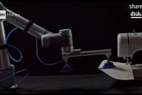 Độc đáo, robot may quần áo