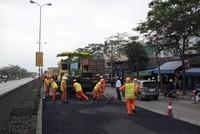 Thu phí bảo trì đường bộ mấy năm rồi, vì sao vẫn không có tiền sửa chữa đường?