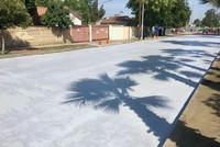 Los Angeles phủ trắng đường phố bằng sơn để làm mát