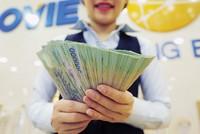 """Lãi lớn, nhân viên ngân hàng kỳ vọng nhận thưởng """"đậm"""" cuối năm"""