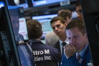 S&P 500 lập đỉnh mới, giá vàng xuống mức thấp nhất 1 tháng