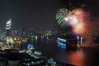 Cả nước rực rỡ pháo hoa chào Xuân Bính Thân 2016