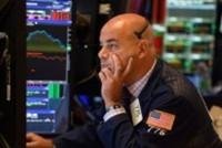 Giá vàng giảm mạnh, chứng khoán lình xình
