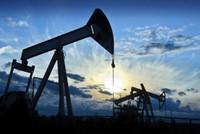 Giá dầu và vàng có tuần tăng mạnh, chứng khoán đảo chiều