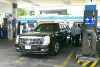 Xe tổng thống Mỹ tiếp nhiên liệu ở cây xăng Sài Gòn