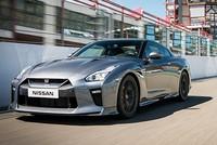 Nissan GT-R 2017 giá từ 117.000 USD