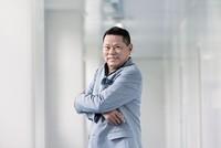 Tài sản và thứ hạng của tỷ phú gốc Việt - Hoàng Kiều rớt mạnh trong Forbes 400 năm 2016
