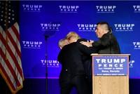 Bị đe dọa, Trump được sơ tán khẩn cấp khỏi sân khấu