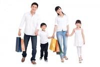 Người Việt giảm tiết kiệm, tăng chi tiêu cho du lịch, mua sắm quần áo