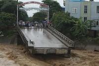 Gần 30 người thiệt mạng trong hai ngày mưa lũ hoành hành