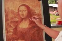 Cô gái Bà Rịa - Vũng Tàu vẽ tranh bằng cà phê và tương ớt