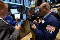 Chứng khoán, giá dầu thô và giá vàng tăng mạnh phiên cuối tuần