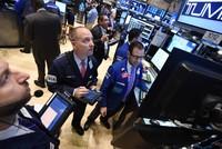 Mừng hụt với Fed, phố Wall mất điểm cuối phiên, giá vàng bật mạnh
