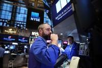 Dow Jones tiếp tục lập kỷ lục, giá vàng xuống mức thấp nhất 5,5 tháng