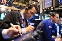 Giá dầu kéo phố Wall giảm trở lại, vàng tiếp tục lùi sâu
